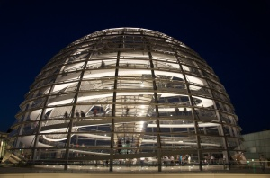 Reichstag_Dome_at_night